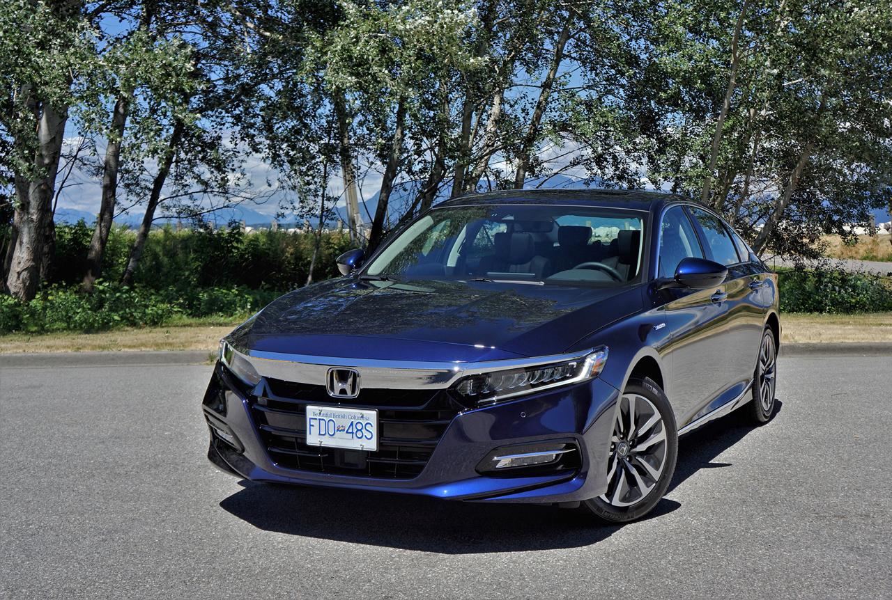 2019 Honda Accord Hybrid Touring Road Test - Car Cost Canada